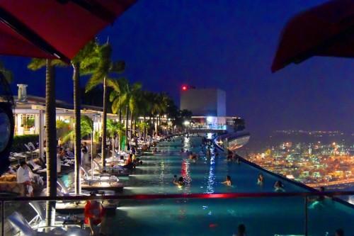 シンガポール風水ツアー㉘ KUDETAから見るマリーナベイサンズ屋上プール